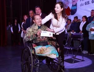 Al entregar apoyos a adultos mayores, la alcaldesa Patricia Durán indicó que en Naucalpan se trabaja para mejorar la vida de sus habitantes.