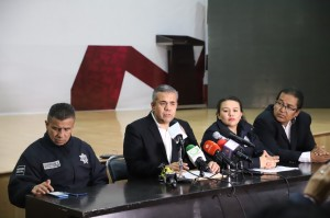 El presidente municipal Fernando Vilchis Contreras en conferencia de prensa dio pormenores de la muerte de un hombre en las galeras.